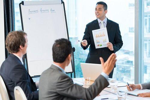 Як забезпечити участь і успішний виступ керівника на конференції: важливі ноу-хау для секретаря і помічника