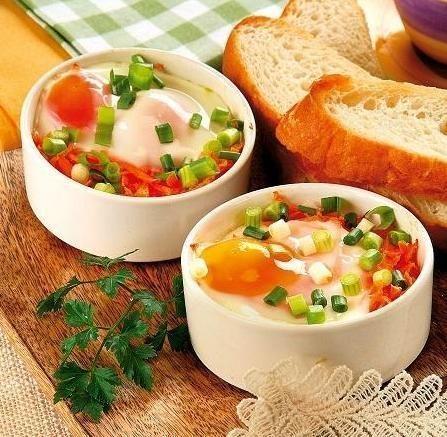 Яєчня-глазунья на ароматних овочах