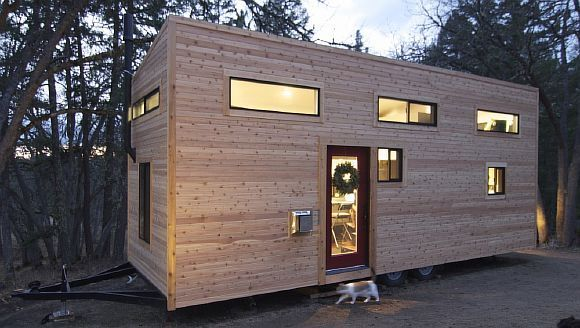 Подружжя побудували крихітний будинок своєї мрії