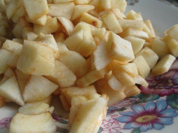 Тушкована капуста з яблуками